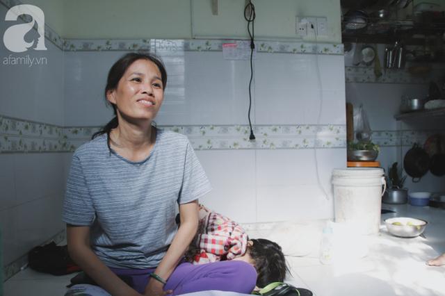 Nụ cười của người mẹ một mình nuôi 7 đứa con ở Sài Gòn: Tiền có thể ít nhưng tình cảm dành cho con thì chưa bao giờ là ít cả - Ảnh 3.