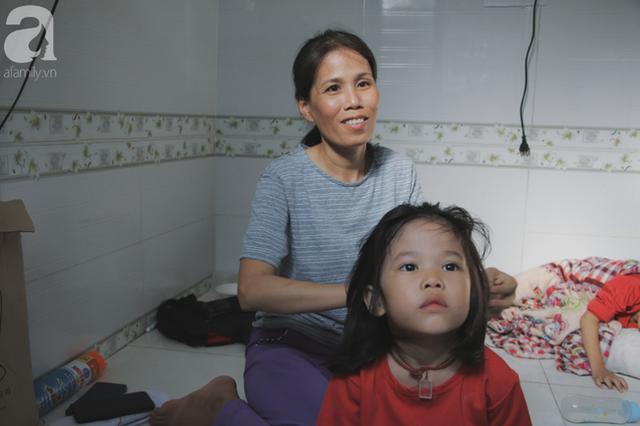 Nụ cười của người mẹ một mình nuôi 7 đứa con ở Sài Gòn: Tiền có thể ít nhưng tình cảm dành cho con thì chưa bao giờ là ít cả - Ảnh 6.