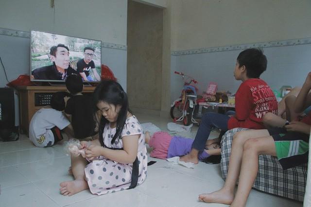 Nụ cười của người mẹ một mình nuôi 7 đứa con ở Sài Gòn: Tiền có thể ít nhưng tình cảm dành cho con thì chưa bao giờ là ít cả - Ảnh 7.