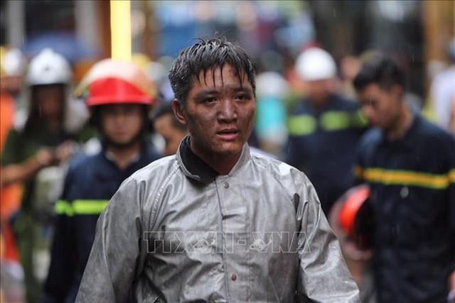Chiến sĩ PCCC lao vào đám cháy cứu nam thanh niên 17 tuổi: Tôi không phải người hùng, vì mình tôi không thể cứu sống em ấy - Ảnh 2.