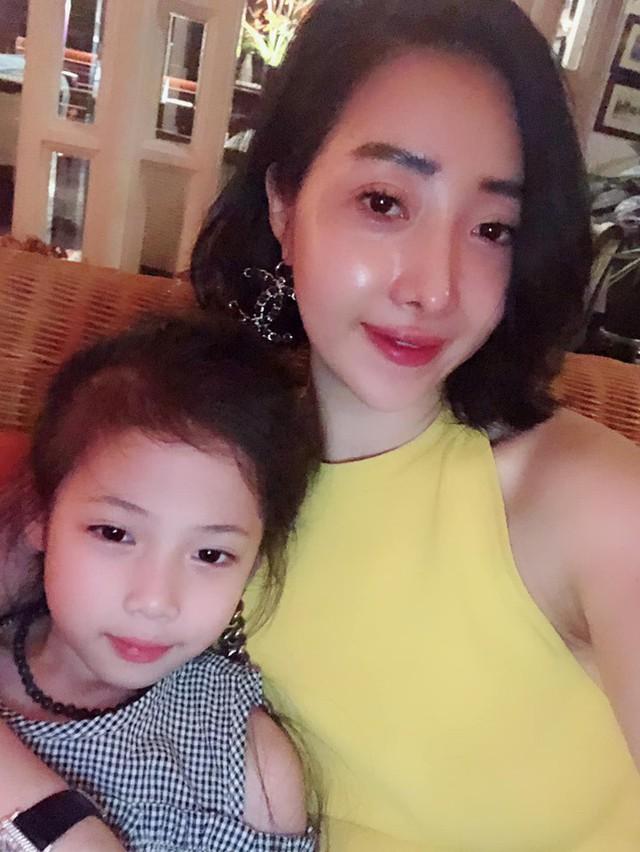 Tâm thư mẹ Hà Nội gửi hai cô con gái: Khi con có một tình yêu không hạnh phúc, hãy chủ động là người phản bội và rũ bỏ - Ảnh 1.