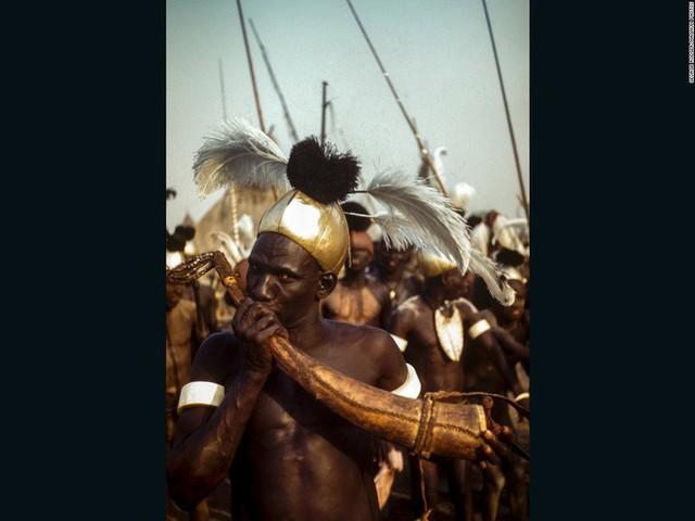Sự thực về bộ lạc có tục hỏi vợ được xem là tàn nhẫn nhất thế giới: Thích ai thì bắt về trước, hỏi cưới sau, mặc cho nạn nhân than khóc đau khổ - Ảnh 10.