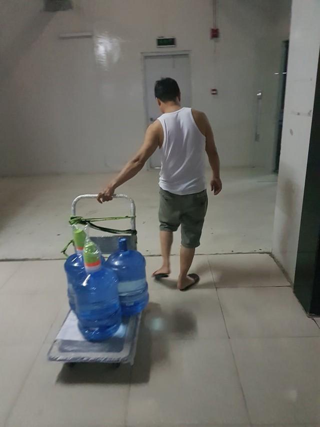 Toàn cảnh vụ đổ trộm dầu thải khiến người dân lao đao khát nước sạch - Ảnh 4.