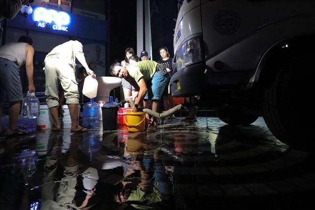Toàn cảnh vụ đổ trộm dầu thải khiến người dân lao đao khát nước sạch - Ảnh 9.