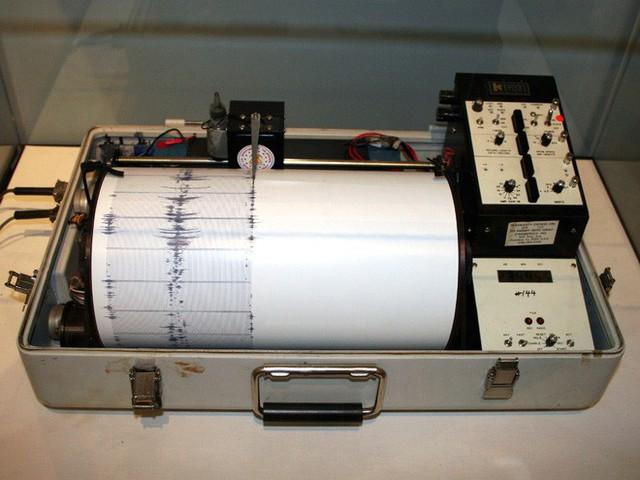 Khoa học mới khám phá ra hiện tượng bão động mới: động đất đáy biển sinh ra bởi bão lớn - Ảnh 1.