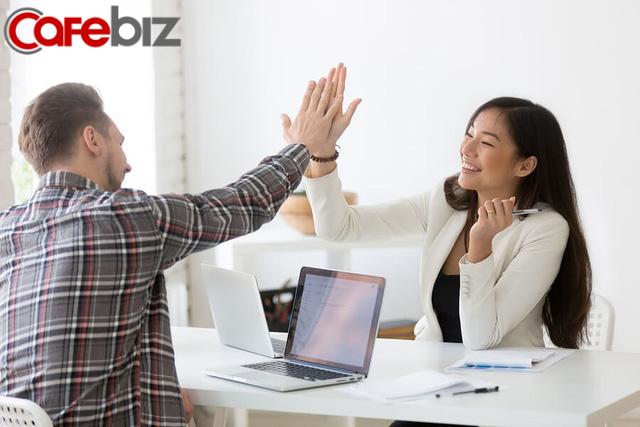 Làm sếp cũng phải học: Ngưng đè nén áp lực lên nhân viên, thay vào đó hãy tạo động lực - vừa ích cấp dưới vừa lợi cấp trên - Ảnh 1.