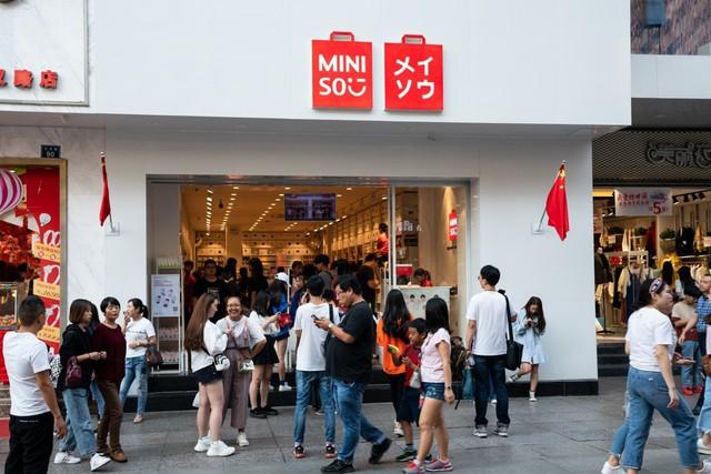 Sản phẩm in tiếng Hàn vô nghĩa nhưng xuất xứ Trung Quốc, Mumuso bị điều tra đạo nhái thương hiệu Hàn Quốc và bị yêu cầu đóng cửa văn phòng - Ảnh 3.