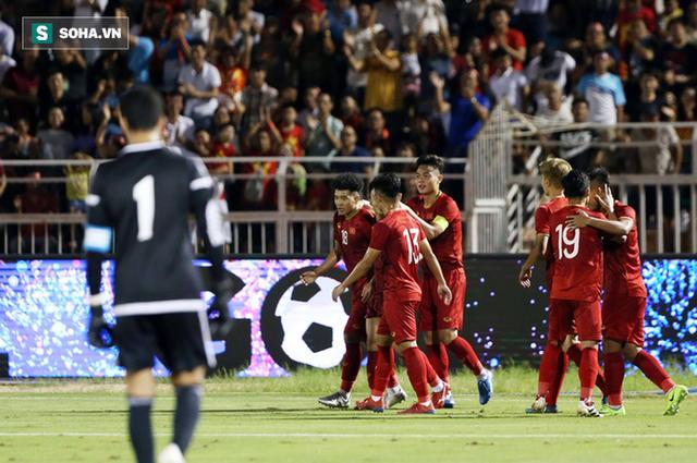 UAE mời 5 đội bóng mạnh đến cùng luyện công để chuẩn bị đấu Việt Nam - Ảnh 1.