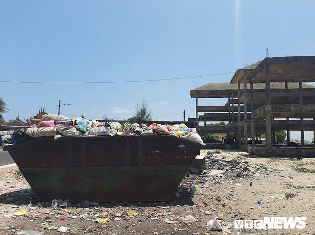 Huế: Cận cảnh resort 600 tỷ đồng bị bỏ hoang trên đất vàng ven biển - Ảnh 4.