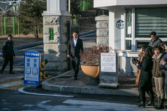 Phó chủ tịch có nguy cơ bị ngồi tù 5 năm, tương lai Samsung sẽ ra sao? - Ảnh 1.