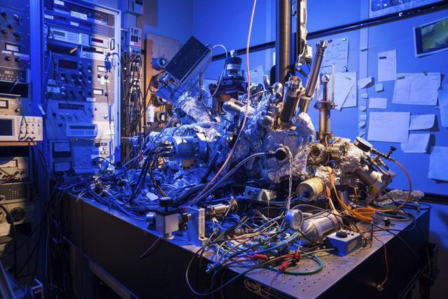 IBM đạt được đột phá trong thiết kế máy tính lượng tử: Biến hạt nguyên tử titan thành những vũ công tí hon - Ảnh 1.