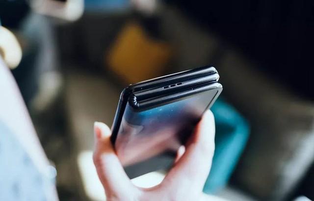 Ảnh thực tế smartphone màn hình gập làm 3 dị nhất hiện nay - Ảnh 10.