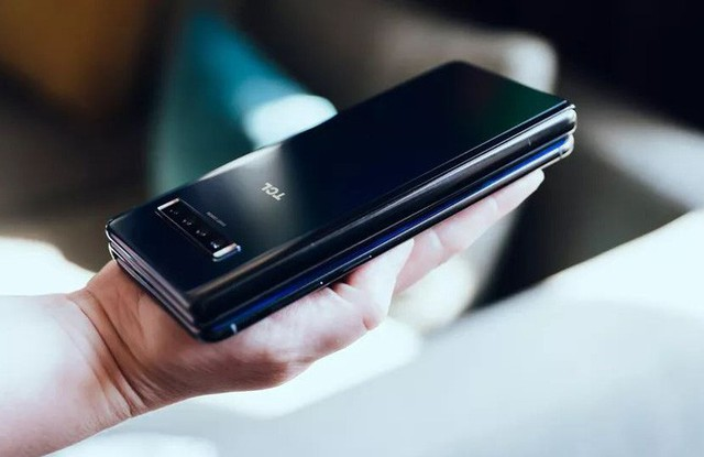Ảnh thực tế smartphone màn hình gập làm 3 dị nhất hiện nay - Ảnh 11.