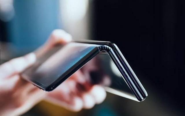 Ảnh thực tế smartphone màn hình gập làm 3 dị nhất hiện nay - Ảnh 2.