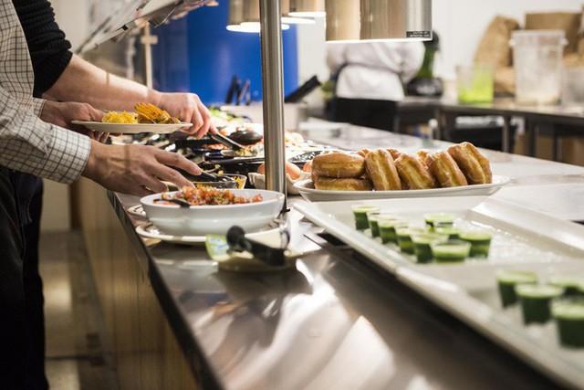 Xem cách Facebook phục vụ đồ ăn đỉnh như nhà hàng thế này, bảo sao nhân viên không chịu ra ngoài cũng dễ hiểu - Ảnh 3.