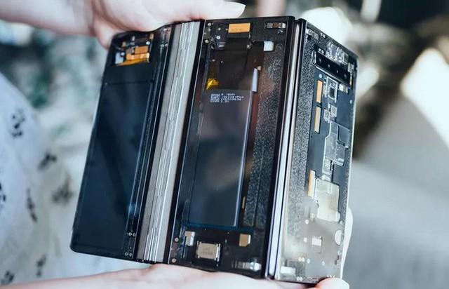 Ảnh thực tế smartphone màn hình gập làm 3 dị nhất hiện nay - Ảnh 7.