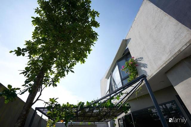 Ngôi nhà phố ngập tràn cây xanh và ánh nắng dù kín cổng cao tường ở Sài Gòn của cặp vợ chồng thành đạt quê gốc miền Trung - Ảnh 15.