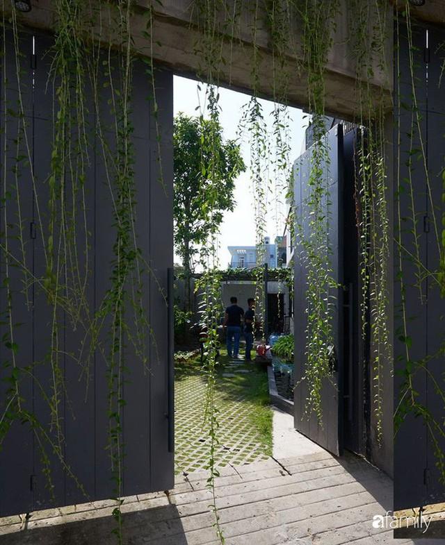 Ngôi nhà phố ngập tràn cây xanh và ánh nắng dù kín cổng cao tường ở Sài Gòn của cặp vợ chồng thành đạt quê gốc miền Trung - Ảnh 7.