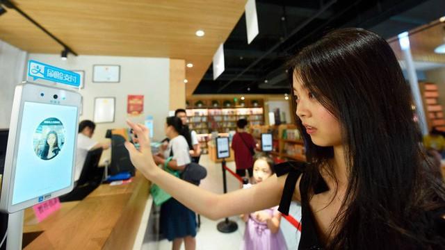 Hơn 100 triệu người Trung Quốc đang dùng công nghệ nhận diện gương mặt để thanh toán mua hàng - Ảnh 1.