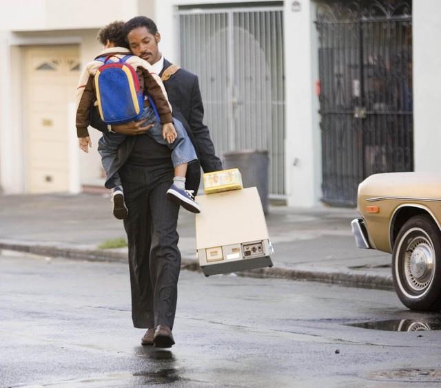 """Hành trình mưu cầu hạnh phúc của Chris Gardner: Tuổi thơ bị bạo hành, """"gà trống"""" nuôi con, vô gia cư nhưng không vô vọng, cuối cùng trở thành triệu phú nhờ môi giới chứng khoán - Ảnh 4."""