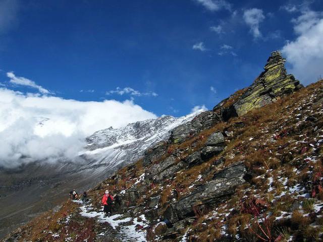 Bí ẩn chưa có lời giải về hồ nước chứa đầy xương người trên dãy Himalayas - Ảnh 4.