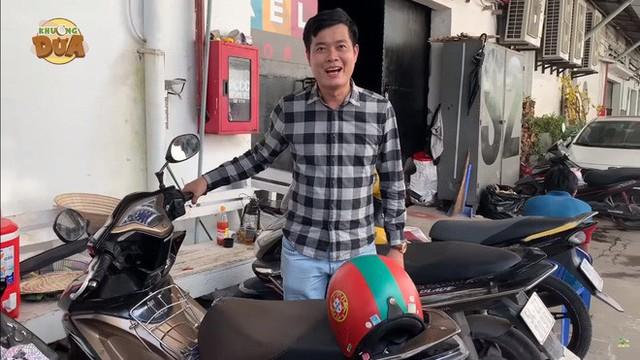 Phó GĐ Điền Quân phải đi xe máy cũ, thủng yên, trái ngược khó tin với Trấn Thành, Ngô Kiến Huy - Ảnh 7.