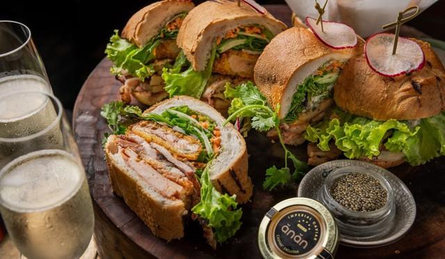 Báo ngoại kể câu chuyện bánh mì Việt: Từ khởi đầu khiêm tốn đến món ăn 'thần thánh' chinh phục cả thế giới, từ 20.000 đồng đến cả 100 USD/ổ nhưng không thiếu người muốn thử - Ảnh 4.