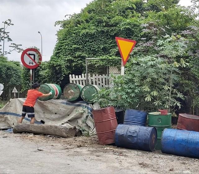 Từ sự cố nước sạch sông Đà: Dầu thải mua bao nhiêu cũng có - Ảnh 1.