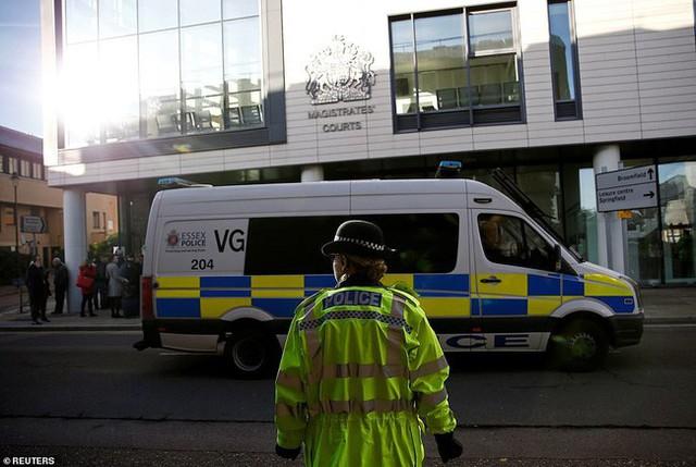 Tài xế trong vụ 39 thi thể trong container bị cáo buộc nằm trong đường dây buôn người vào Anh toàn cầu, ra tòa với gương mặt vô cảm - Ảnh 2.