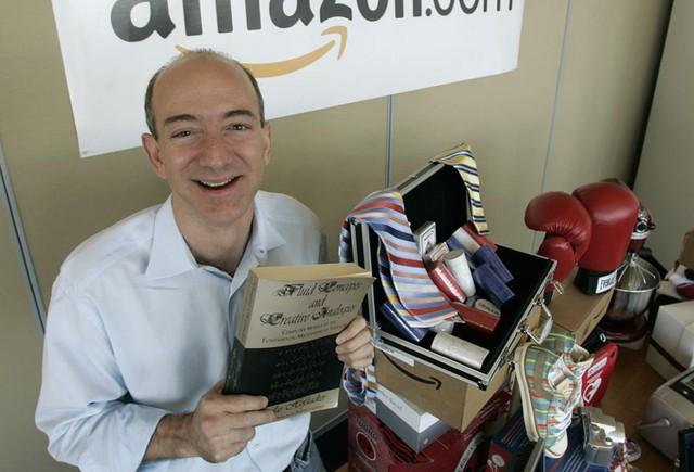 Nhìn lại những nấc thang 55 cuộc đời của tỷ phú Jeff Bezos: Từ gã bán sách bị Phố Wall mỉa mai đến vị trị số 1 chưa có người thay thế - Ảnh 6.