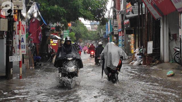 Hà Nội đón mưa lớn sau chuỗi ngày nắng hanh, người dân vui mừng vì ô nhiễm không khí được giảm đáng kể - Ảnh 6.