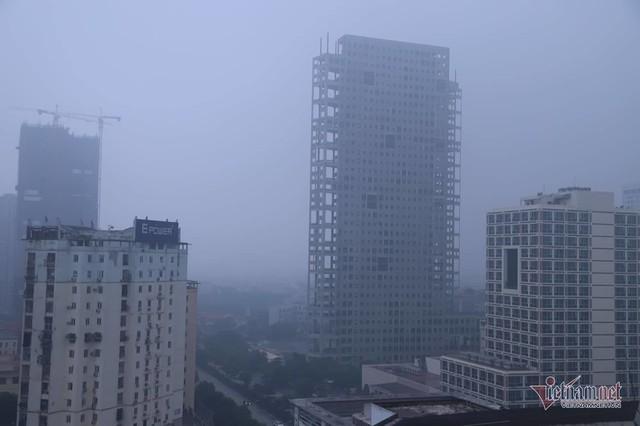 Sương mù giăng phủ Hà Nội, cao ốc mất hút - Ảnh 11.