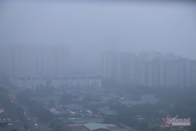 Sương mù giăng phủ Hà Nội, cao ốc mất hút - Ảnh 12.