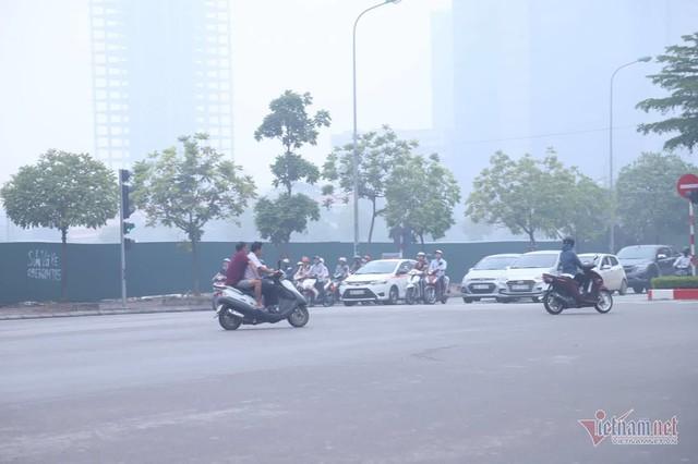 Sương mù giăng phủ Hà Nội, cao ốc mất hút - Ảnh 16.