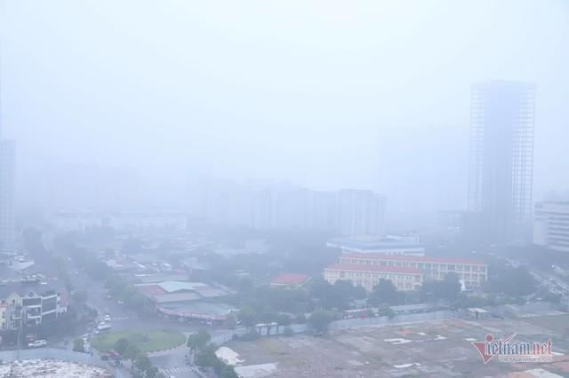 Sương mù giăng phủ Hà Nội, cao ốc mất hút - Ảnh 3.