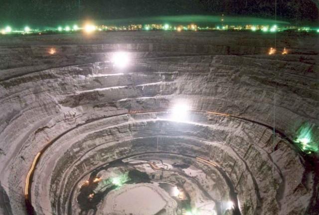 Tận mục mỏ kim cương khổng lồ đủ dùng trong 3.000 năm - Ảnh 5.