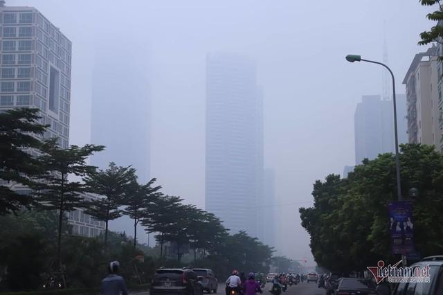 Sương mù giăng phủ Hà Nội, cao ốc mất hút - Ảnh 8.