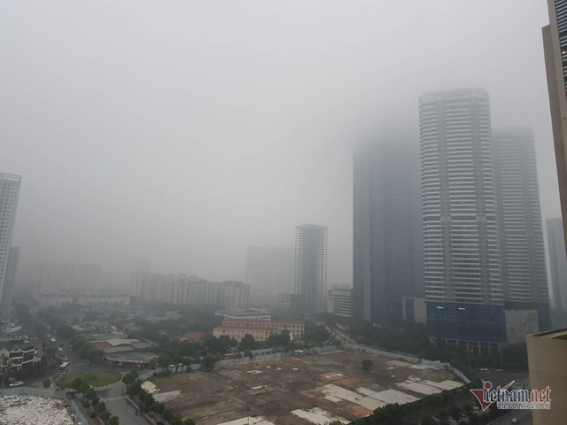 Sương mù giăng phủ Hà Nội, cao ốc mất hút - Ảnh 9.