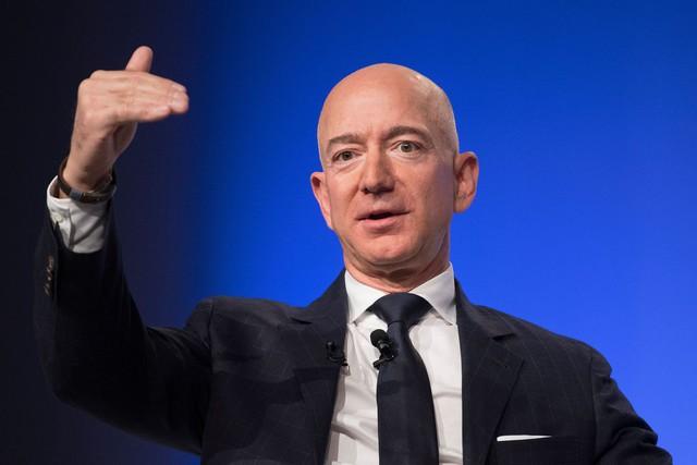 10 tỷ phú giàu nhất nước Mỹ, ông chủ Amazon vẫn dẫn đầu - Ảnh 10.