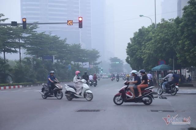 Sương mù giăng phủ Hà Nội, cao ốc mất hút - Ảnh 10.