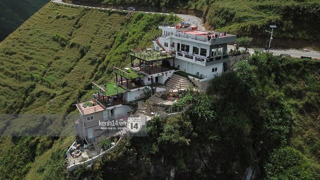 Chùm ảnh: Cận cảnh toà nhà 7 tầng xây dựng trái phép trên đỉnh Mã Pì Lèng - Ảnh 3.