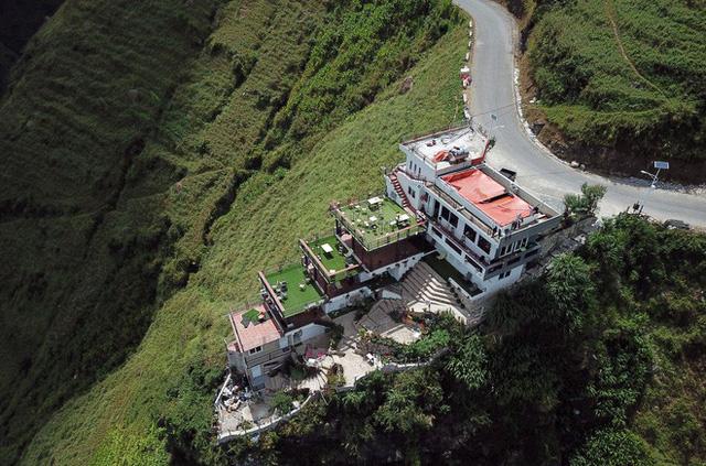 Bà chủ khách sạn trên đèo Mã Pì Lèng: Tôi phải di chuyển khỏi khu vực thì dân ở đây sẽ đói - Ảnh 2.