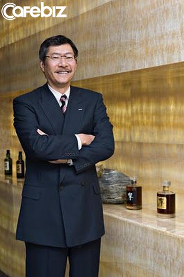 Câu chuyện ít biết về người đàn ông giàu thứ 3 Nhật Bản, điều hành đế chế sản xuất những đồ uống quen thuộc tại Việt Nam như Lipton, Aquafina, Sting, Tea+... - Ảnh 2.