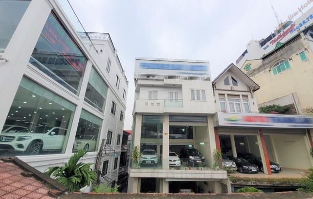 Thượng vàng, hạ cám từ xế sang bạc tỷ đến xe cỏ siêu rẻ tại chợ ô tô lớn nhất Hà Nội - Ảnh 3.
