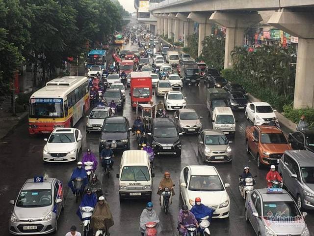 Hà Nội mưa, tắc triền miên từ sáng tới trưa - Ảnh 5.