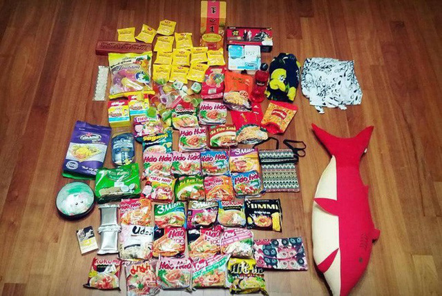 Xôn xao tấm ảnh của một thanh niên Hàn Quốc du lịch từ Việt Nam trở về: Vali toàn mỳ gói! - Ảnh 1.