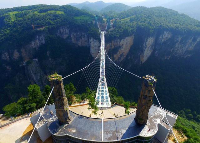 Những cây cầu kính ở Trung Quốc gây choáng váng vì độ hoành tráng, 2 trong số đó từng bị hiểu nhầm là ở... Việt Nam - Ảnh 11.