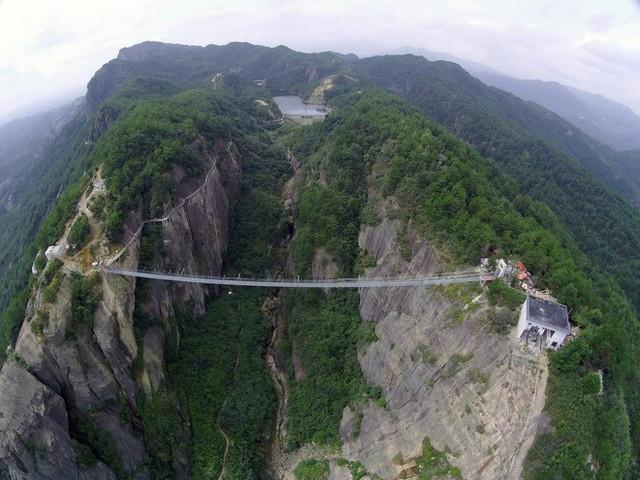 Những cây cầu kính ở Trung Quốc gây choáng váng vì độ hoành tráng, 2 trong số đó từng bị hiểu nhầm là ở... Việt Nam - Ảnh 13.