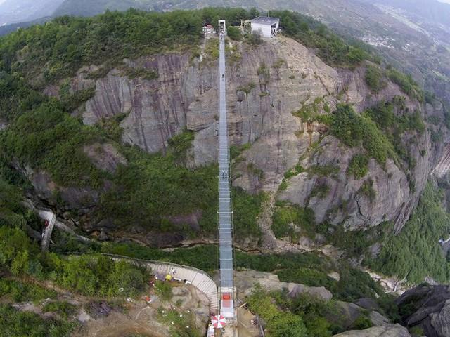 Những cây cầu kính ở Trung Quốc gây choáng váng vì độ hoành tráng, 2 trong số đó từng bị hiểu nhầm là ở... Việt Nam - Ảnh 15.