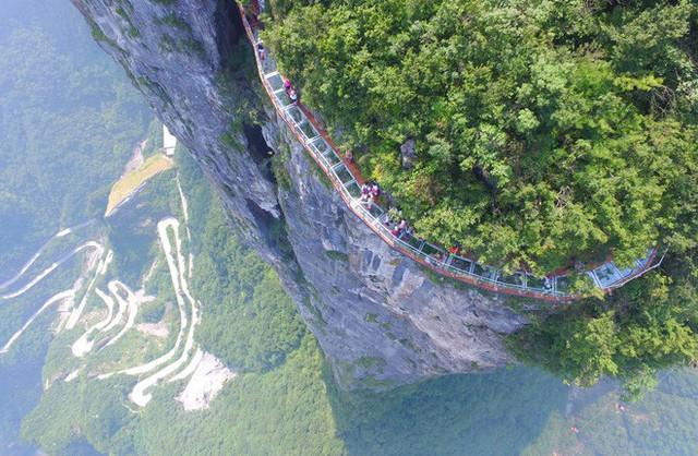 Những cây cầu kính ở Trung Quốc gây choáng váng vì độ hoành tráng, 2 trong số đó từng bị hiểu nhầm là ở... Việt Nam - Ảnh 7.